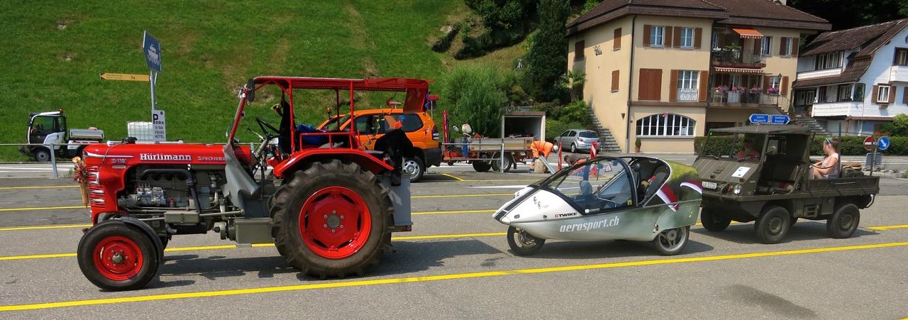 Das Treffen der kuriosen Fahrzeuge am Fährterminal in Gersau.
