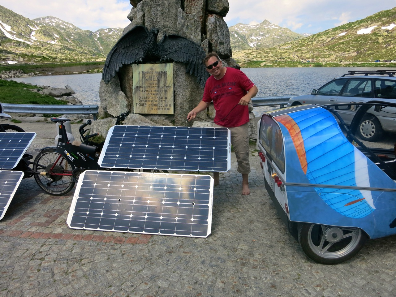 Ob wir hier etwas Strom klauen können? Wir überlassen die Ampèrekäfer dem armen aber kreativen Biker.